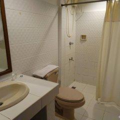 Отель Garden Plaza Hotel Филиппины, Манила - отзывы, цены и фото номеров - забронировать отель Garden Plaza Hotel онлайн ванная фото 2
