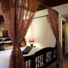 Tanawan Phuket Hotel сейф в номере