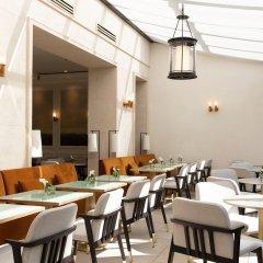 Отель Les Jardins du Faubourg гостиничный бар