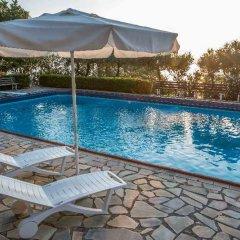 Отель Douka Seafront Residences бассейн