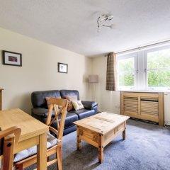 Отель Charming Grassmarket Apartment with Castle View Великобритания, Эдинбург - отзывы, цены и фото номеров - забронировать отель Charming Grassmarket Apartment with Castle View онлайн комната для гостей фото 3