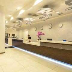 Отель DoubleTree by Hilton Hotel Lodz Польша, Лодзь - 1 отзыв об отеле, цены и фото номеров - забронировать отель DoubleTree by Hilton Hotel Lodz онлайн интерьер отеля фото 3