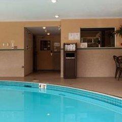 Отель Best Western Maple Ridge Hotel Канада, Мэйпл-Ридж - отзывы, цены и фото номеров - забронировать отель Best Western Maple Ridge Hotel онлайн бассейн фото 2