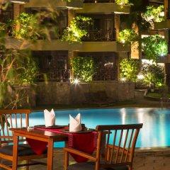 Отель Royal Palms Beach Hotel Шри-Ланка, Калутара - отзывы, цены и фото номеров - забронировать отель Royal Palms Beach Hotel онлайн бассейн фото 3