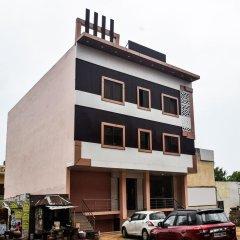 OYO 15555 Hotel Ganesham парковка