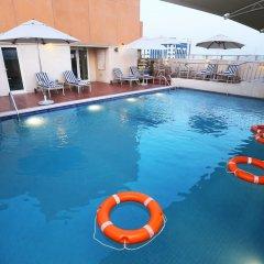 Отель Al Hamra Hotel ОАЭ, Шарджа - отзывы, цены и фото номеров - забронировать отель Al Hamra Hotel онлайн бассейн