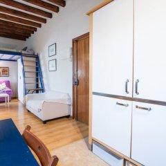Отель MC YOLO Apartamento Museo Reina Sofia II Испания, Мадрид - отзывы, цены и фото номеров - забронировать отель MC YOLO Apartamento Museo Reina Sofia II онлайн комната для гостей фото 4