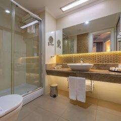 Отель Kirman Belazur Resort And Spa Богазкент ванная фото 2