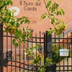 Отель Residence Il Fiore Del Garda Манерба-дель-Гарда парковка