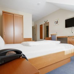 Hotel Blutenburg сейф в номере