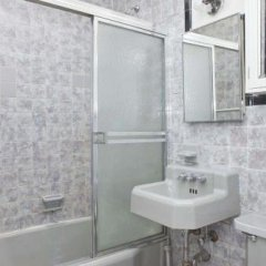 Отель SoBe City Apartments США, Нью-Йорк - отзывы, цены и фото номеров - забронировать отель SoBe City Apartments онлайн ванная