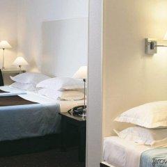 Отель Albe Saint Michel Париж сейф в номере