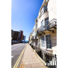 Отель Quiet Flat for 4 With Sea View in Central Brighton