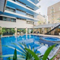 Отель Kingston Suites Bangkok бассейн