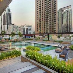 Отель Doubletree By Hilton Sukhumvit Бангкок бассейн фото 3