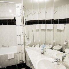 Гостиница Виктория Палас в Астрахани отзывы, цены и фото номеров - забронировать гостиницу Виктория Палас онлайн Астрахань ванная фото 2