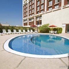 Отель Fiesta Inn Chihuahua бассейн
