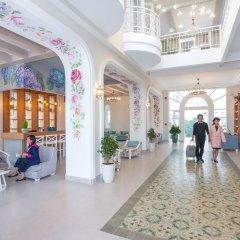 Отель Dalat De Charme Village Resort Далат интерьер отеля