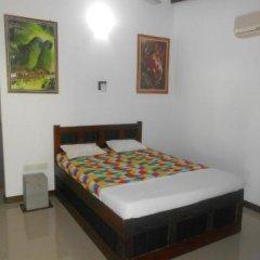 Sylvester Villa Hostel Negombo сейф в номере