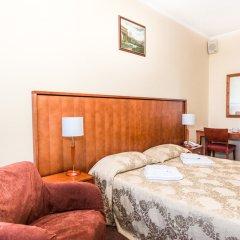 Гостиница Лира 3* Стандартный номер с двуспальной кроватью