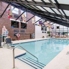 Отель Comfort Inn University Center бассейн