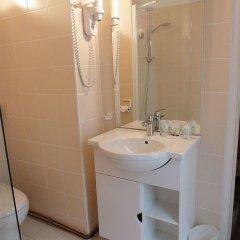 Отель Hôtel des 3 Collèges Франция, Париж - отзывы, цены и фото номеров - забронировать отель Hôtel des 3 Collèges онлайн ванная фото 2