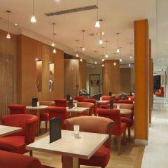 Отель Hôtel Westside Arc de Triomphe гостиничный бар