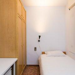 Отель Spacious & Quiet 4 Bedroom Apartment Испания, Барселона - отзывы, цены и фото номеров - забронировать отель Spacious & Quiet 4 Bedroom Apartment онлайн комната для гостей