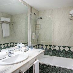 Отель Tryp Madrid Chamartin Испания, Мадрид - 1 отзыв об отеле, цены и фото номеров - забронировать отель Tryp Madrid Chamartin онлайн ванная