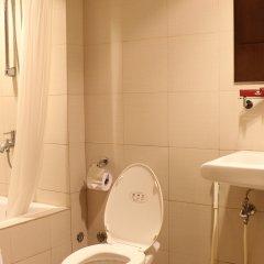 Отель Riviera Mansion Hotel Филиппины, Манила - отзывы, цены и фото номеров - забронировать отель Riviera Mansion Hotel онлайн ванная