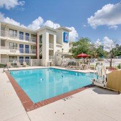 Отель Motel 6 Columbus West бассейн фото 3