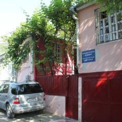 Отель Hostel Old City Sololaki Грузия, Тбилиси - отзывы, цены и фото номеров - забронировать отель Hostel Old City Sololaki онлайн парковка