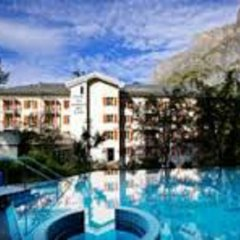 Отель Les Sources Des Alpes бассейн