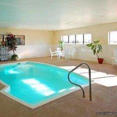 Отель Comfort Suites Plainview бассейн фото 3