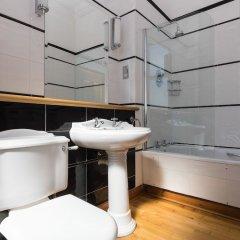 Redstones Hotel ванная