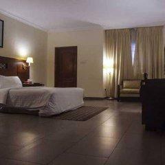 Отель Savoy Suites сейф в номере