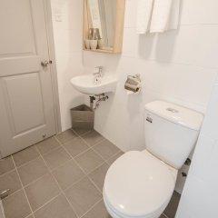 Отель Common Inn ванная фото 2