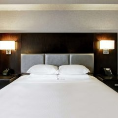 Отель DoubleTree by Hilton Hotel Toronto Downtown Канада, Торонто - отзывы, цены и фото номеров - забронировать отель DoubleTree by Hilton Hotel Toronto Downtown онлайн сейф в номере