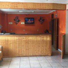 Отель Relax Inn Downtown Vicksburg интерьер отеля