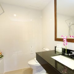 Отель Kamala Beach Resort a Sunprime Resort ванная фото 2