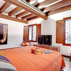 Апартаменты Venice Apartment overlooking Grand Canal комната для гостей фото 3
