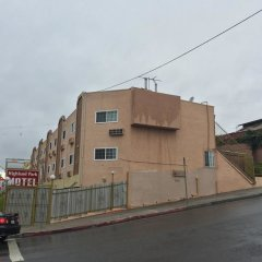 Highland Park Hotel Лос-Анджелес парковка фото 3