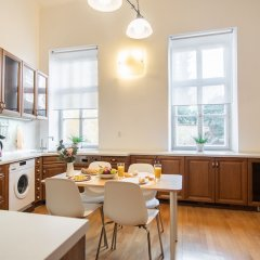Апартаменты Lovely Apartment on Mala Strana just 10 mins walk to scenic places Прага в номере