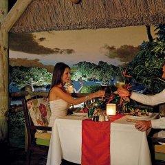 Отель La Pirogue A Sun Resort питание