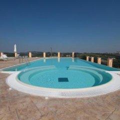 Отель Villa Morneto Виньяле-Монферрато бассейн