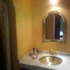 Отель Riad Tahar Oasis Марокко, Марракеш - отзывы, цены и фото номеров - забронировать отель Riad Tahar Oasis онлайн ванная