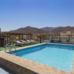 Days Hotel Aqaba бассейн