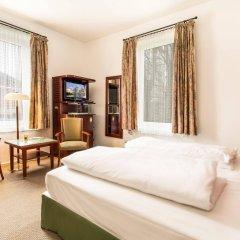 Отель Villa Waldfrieden сейф в номере