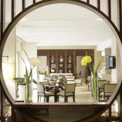 Отель Amwaj Rotana, Jumeirah Beach - Dubai гостиничный бар