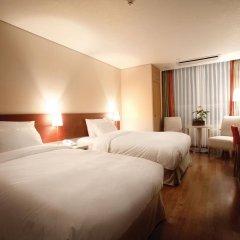 Отель Ramada Hotel and Suites Seoul Namdaemun Южная Корея, Сеул - 1 отзыв об отеле, цены и фото номеров - забронировать отель Ramada Hotel and Suites Seoul Namdaemun онлайн комната для гостей фото 3